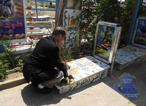 السفير الياباني في العراق يضع اكليلاً من الورد بمقبرة شهداء الحشد الشعبي