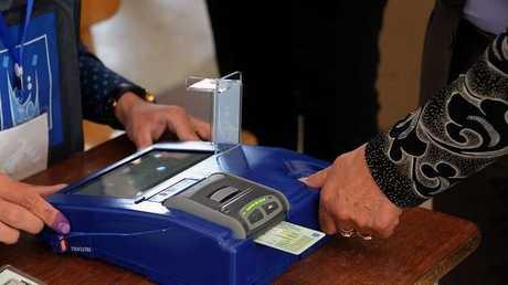 عضو سابق بالمفوضية: نتائج الانتخابات تعتبر لاغية بإجراء العد اليدوي