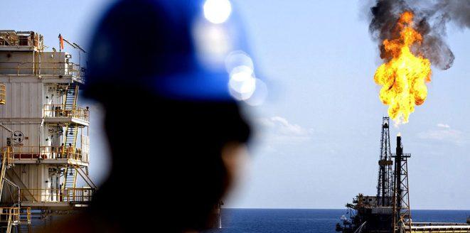 النفط يرتفع بفعل العقوبات على إيران