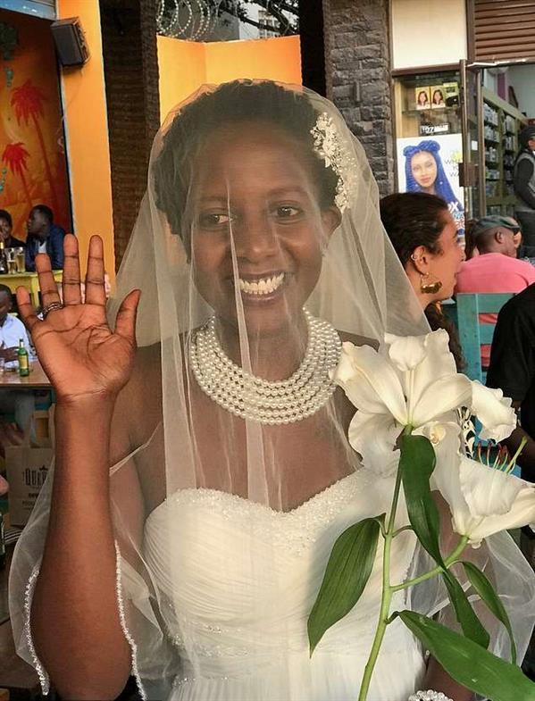 """قصة الأوغندية التي تزوجت نفسها تدرس في """"أوكسفورد"""" وشرحت أسبابها"""