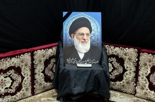 الإمام الخامنئي يؤم صلاة الميت على جثمان شاهرودي وتشييعه لمثواه الأخير