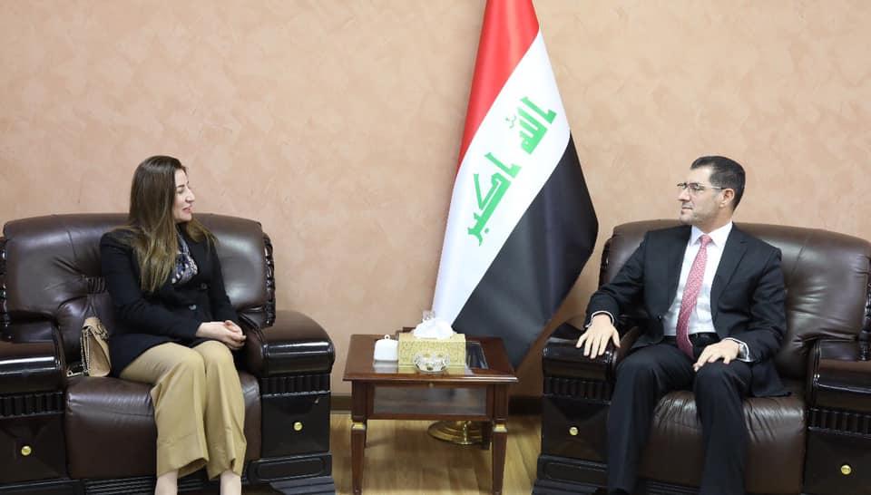وزير التخطيط يبحث الخطط الاستراتيجية لإعادة تأهيل مناطق المكون الإيزيدي مع النائب السابقة فيان دخيل
