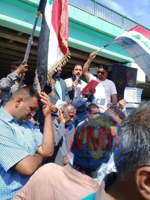موظفو الإسكان والبلديات في ميسان يعتصمون أمام ديوان المحافظة