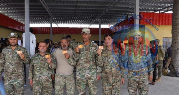 """مالية الحشد الشعبي توزع بطاقة """" كي كارد"""" على مقاتلي اللواء الخامس بالبصرة"""