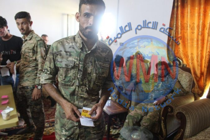 """مالية الحشد الشعبي تسلم مقاتلي اللواء 20 بطاقات """"الكي كارد"""""""