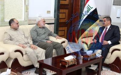 ابومهدي المهندس يبحث مع وزير الدفاع المستجدات الأمنية والتنسيق بين الجيش والحشد