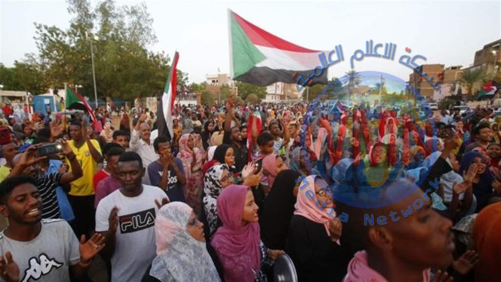 السودان.. المجلس العسكري الانتقالي وقوى الحرية والتغيير يوقعان على الاتفاق السياسي