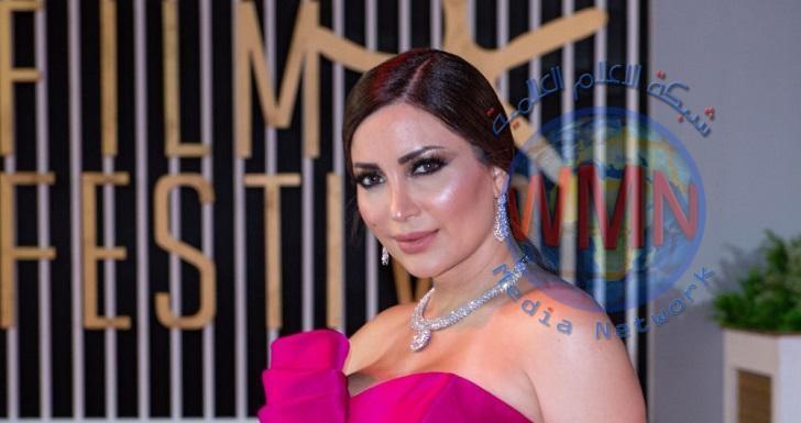 الممثلة السورية نسرين طافش تكشف حقيقة ارتباطها بزوج أصالة