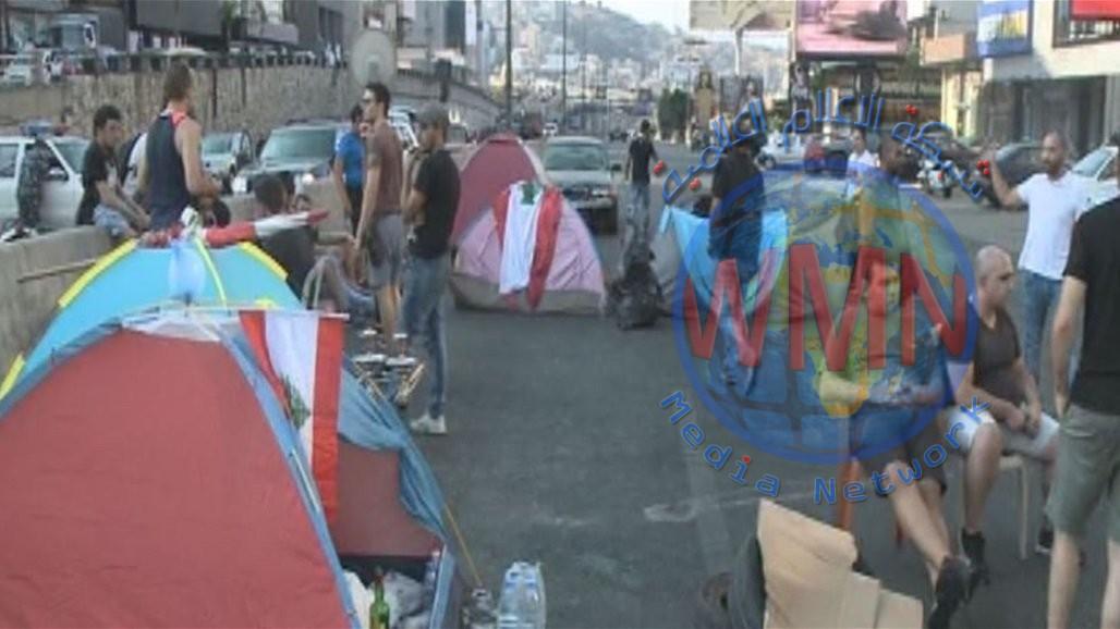 """الهدوء يعود إلى وسط بيروت ومتظاهرون ينصبون الخيم في """"ذوق مكايل"""""""