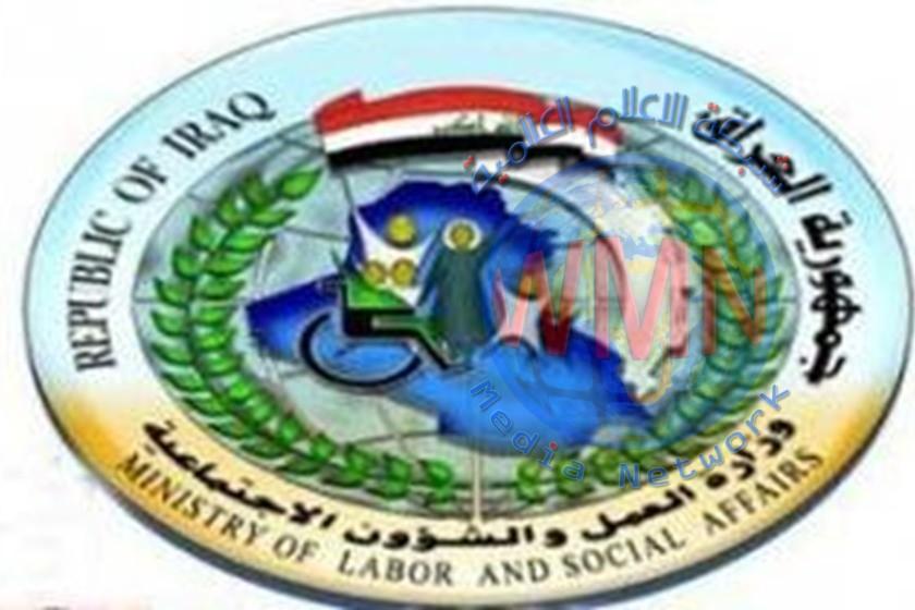وزارة العمل تسلم منحة الطوارئ لمستفيدي الوجبة الرابعة