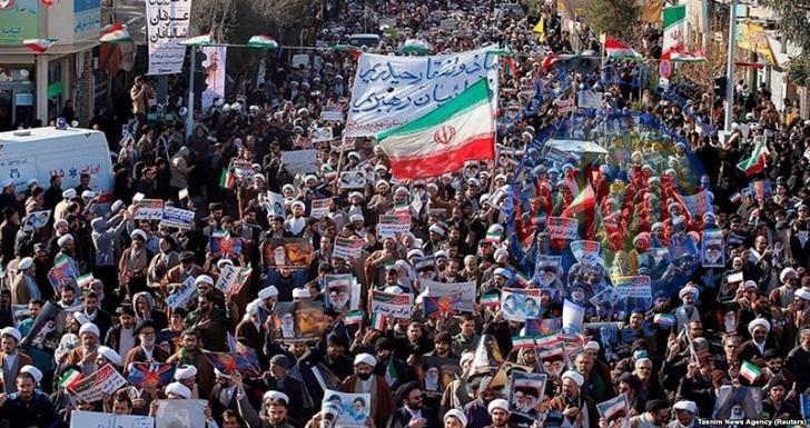 الاحتجاجات الايرانية تأخذ منحى سياسي