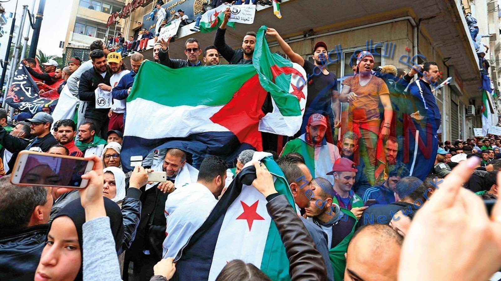 """متظاهرو الجزائر: """"قايد صالح ارحل.. لن تكون هناك انتخابات"""""""