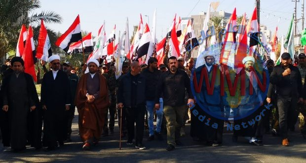 الآلاف من المدنيين ومقاتلي الحشد الشعبي يستقبلون جثامين شهداء الحشد الشعبي الذين قضوا بقصف أمريكي