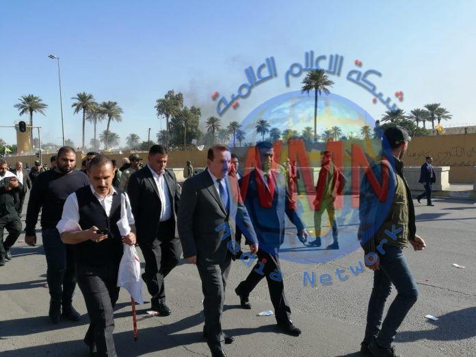 وزير الداخلية يصل إلى مكان الاعتصام أمام السفارة الأميركية