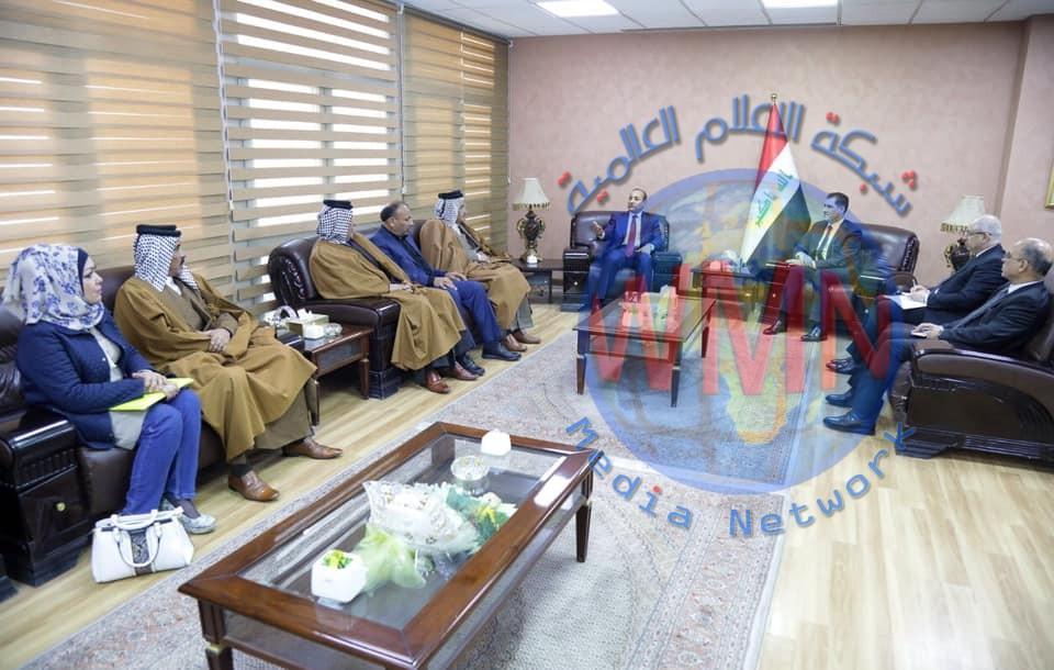 وزير التخطيط يبحث سبل تحسين الواقع الخدمي في أقضية ونواحي محافظة بغداد