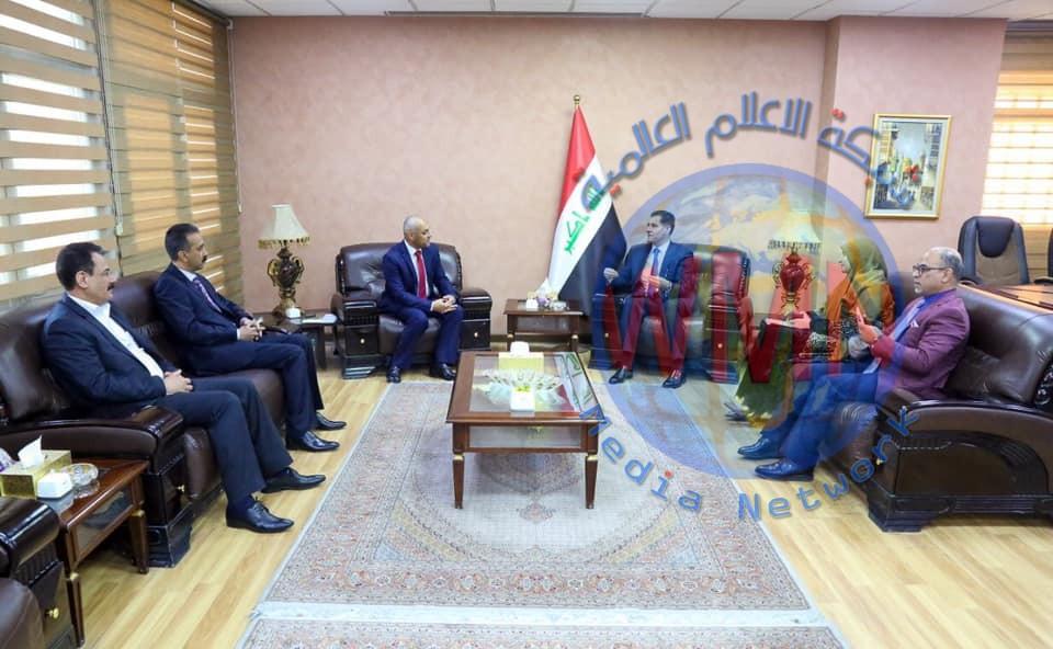 وزير التخطيط يبحث مع مدير عام سياحة الأنبار سبل تطوير واقع السياحة في المحافظة