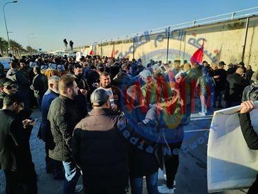 بالصور.. الوقفة الاحتجاجية قرب مطار بغداد تنديداً بجريمة اغتيال القادة الشهداء