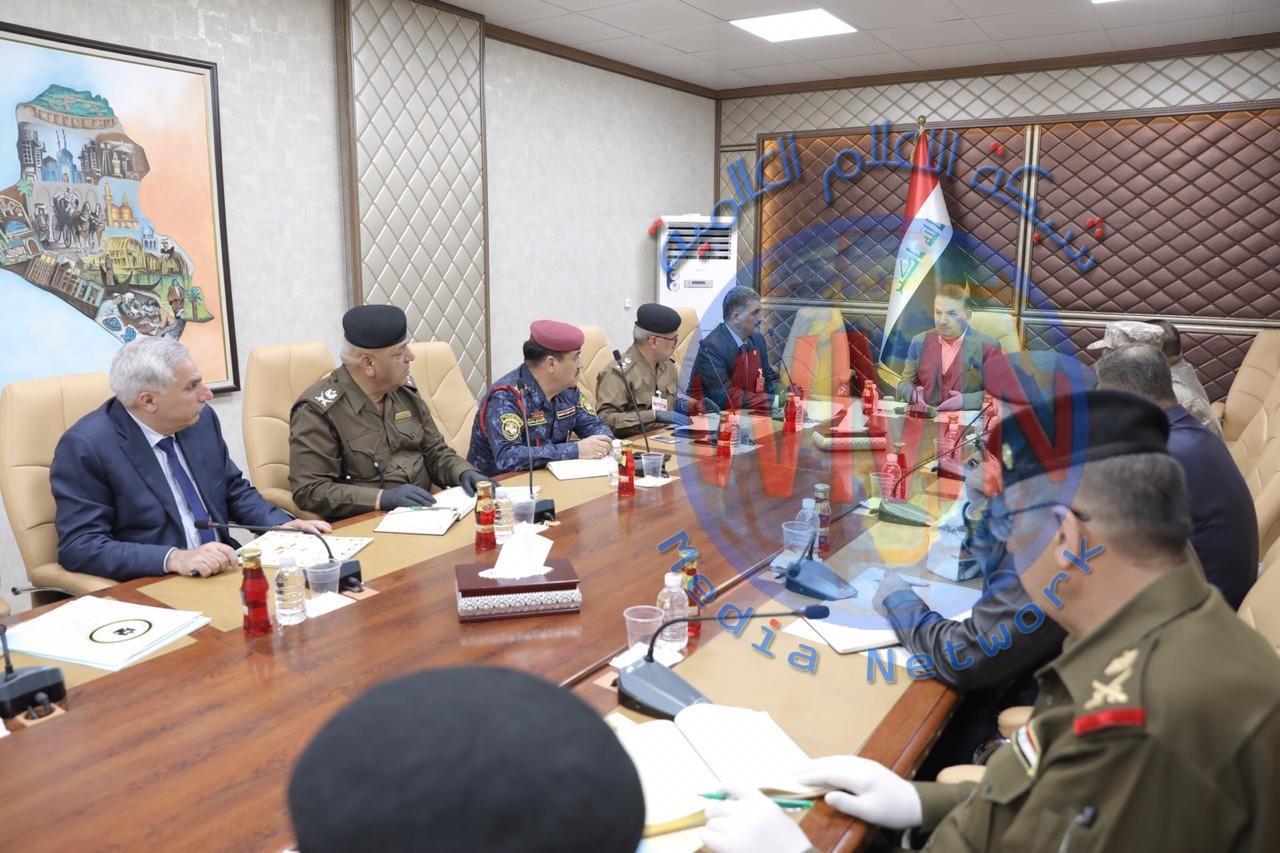 وزير الداخلية يترأس اجتماعاً موسعاً مع قادة الوزارة لمناقشة تداعيات كورونا ويأمر بعدد من الإجراءات