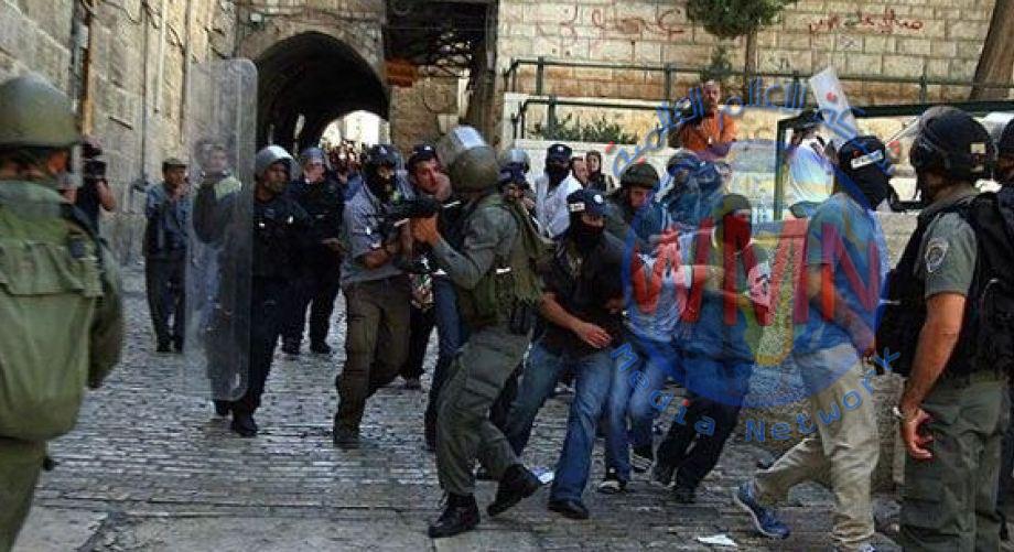 شرطة الكيان الصهيوني تهاجم المصلين في المسجد الاقصى