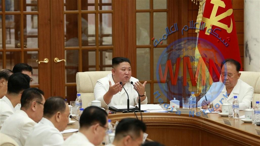 """زعيم كوريا الشمالية يظهر بعد إشاعة """"الغيبوبة"""""""