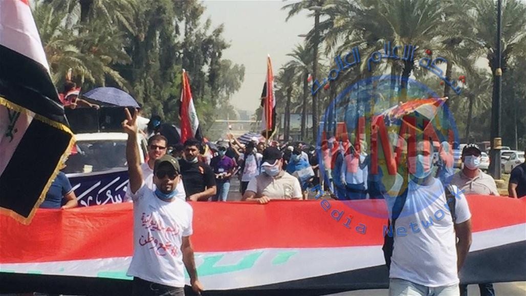 بالصور.. مسيرة احتجاجية ضخمة تقطع طرقاً حيوية في بغداد