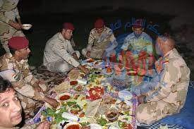 يضطرون لشراء الطعام.. منتسبون بالدفاع والداخلية يشكون من سوء وجبات الغذاء