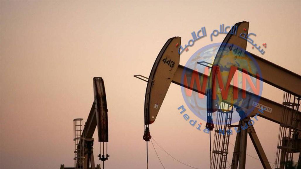 النفط يكافح مع تراكم مخزونات البنزين الأمريكية يلقي بثقله على توقعات الطلب
