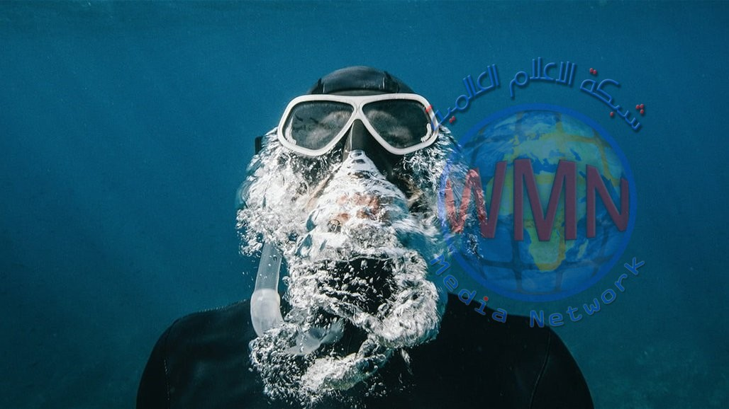 """صدام يقترب من دخول التاريخ """"تحت الماء"""".. فيديو وصور"""