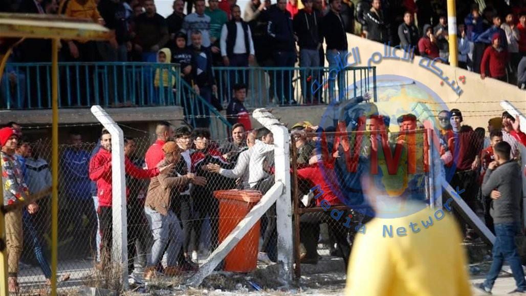 بالصور.. جماهير المسيب تقتحم الملعب وتعتدي على مدرب بابل