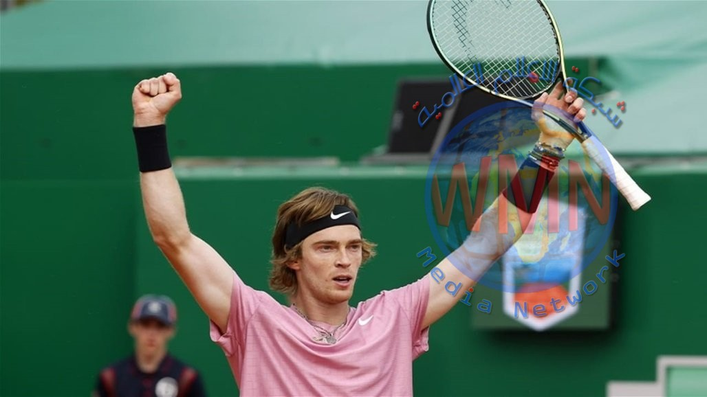 روسي يقترب من حسم بطولة مونت كارلو لرياضة التنس